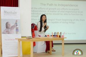 Phương Pháp Montessori: Từ Trường Học Đến Gia Đình